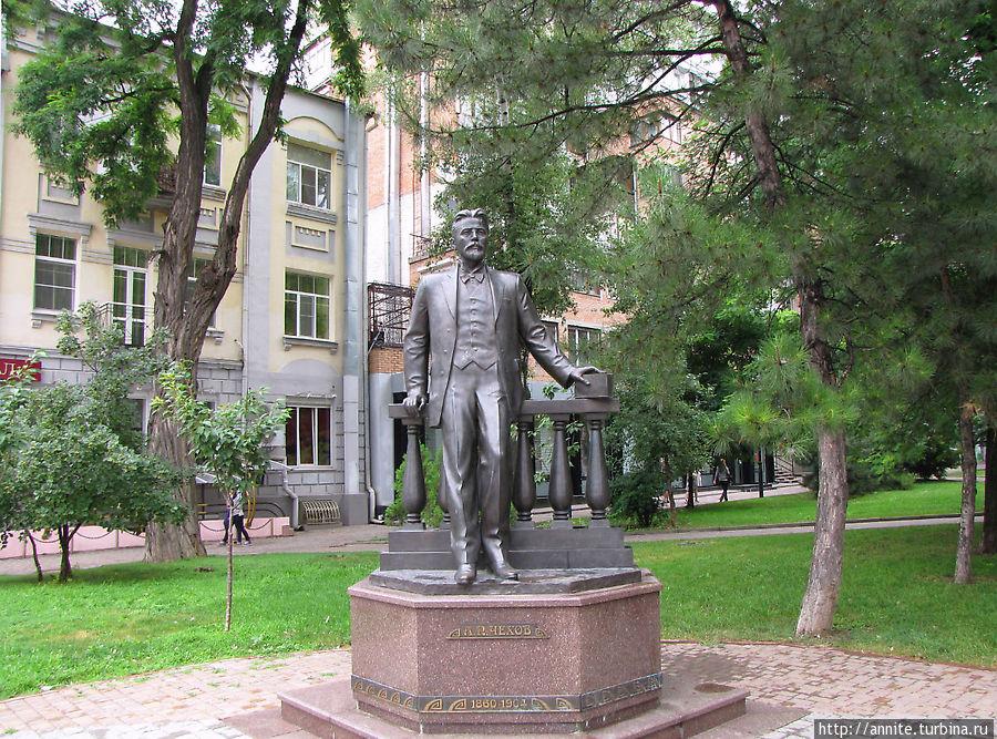 Скульптура А.П.Чехова.