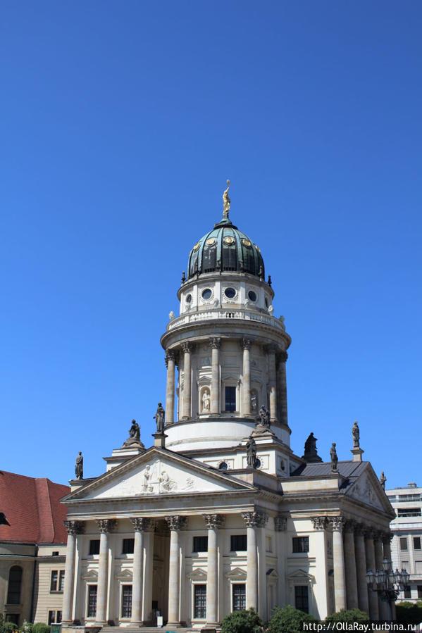 Французский собор на площади Gendarmenmarkt.