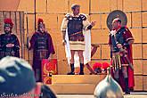 Понтий Пилат. Все роли исполняют не актёры, а обычные жители города. Быть выбранным на одну из главных ролей — большая честь.