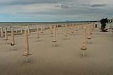 Пляж только готовится к многочисленным туристам