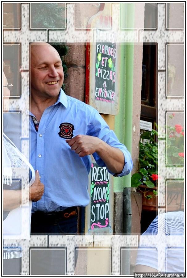 Хозяин заведения Саша — говорит по-русски как мы с вами, а это облегчит вам процедуру заказа.