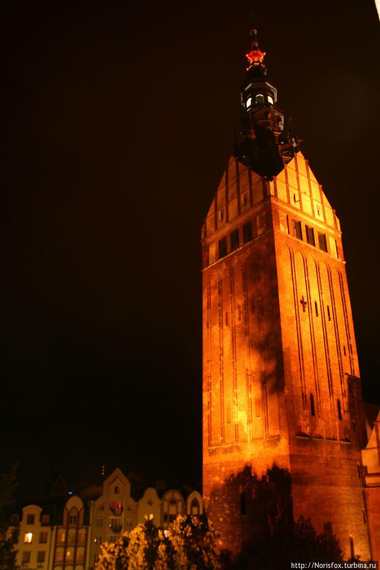 Вид на костел ночью