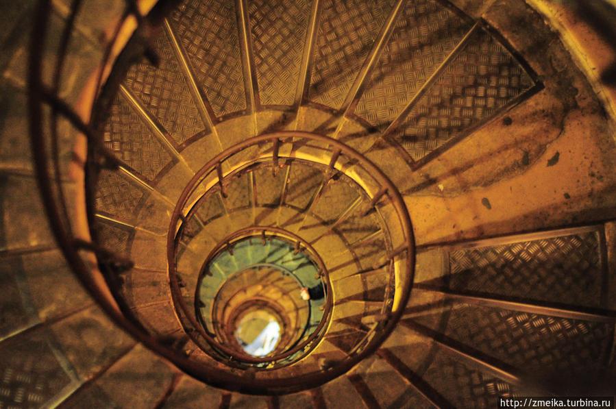 Лестницы арки — сверху вниз...