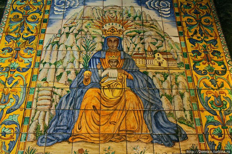 а вот и наша смугляночка каталаночка, королева Монсеррата Монастырь Монтсеррат, Испания