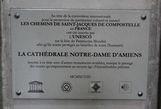 Третья эмблемка, возле значка ЮНЕСКО и есть символ принадлежности к официальному историческому наследию Франции МН (Monument historique). В предыдущих материалах я частенько  упоминал об этом французском списке.