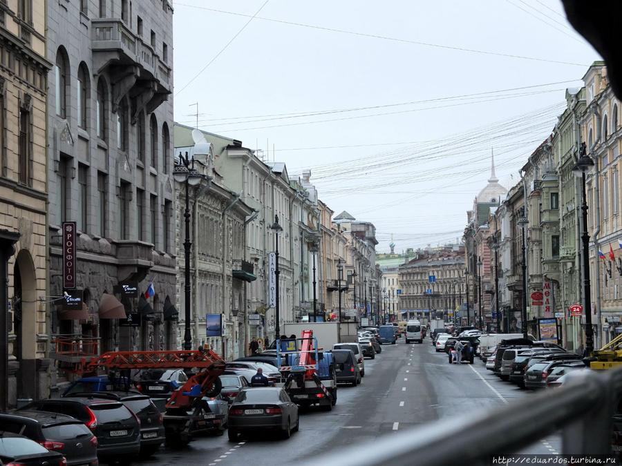 По ул.Большая морская выезжаем на Невский проспект