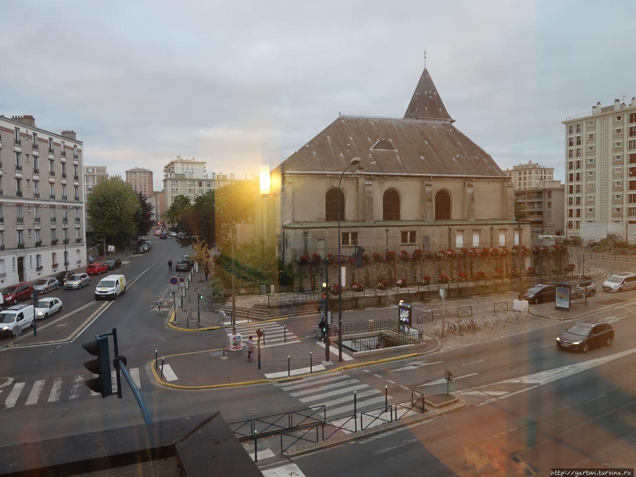 Вид из окна отеля  IBIS P