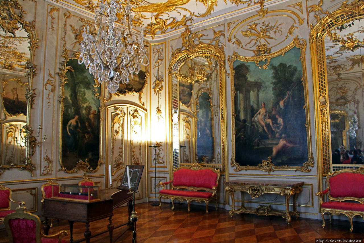 эта комната произвела на меня самое приятное впечатление!