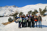 вся наша группа из 9 человек (все кто смог поехать из 14-ти), вместе с нашим главным организатором Романом на склоне современного горнолыжного курорта недалеко от Архыза