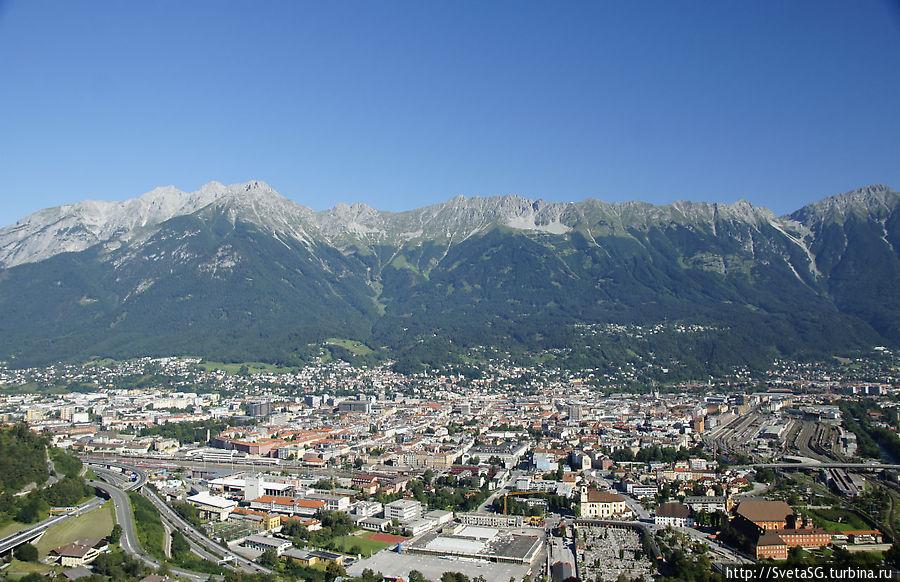 Восхитительная панорама Инсбрука открывается со смотровой площадки.