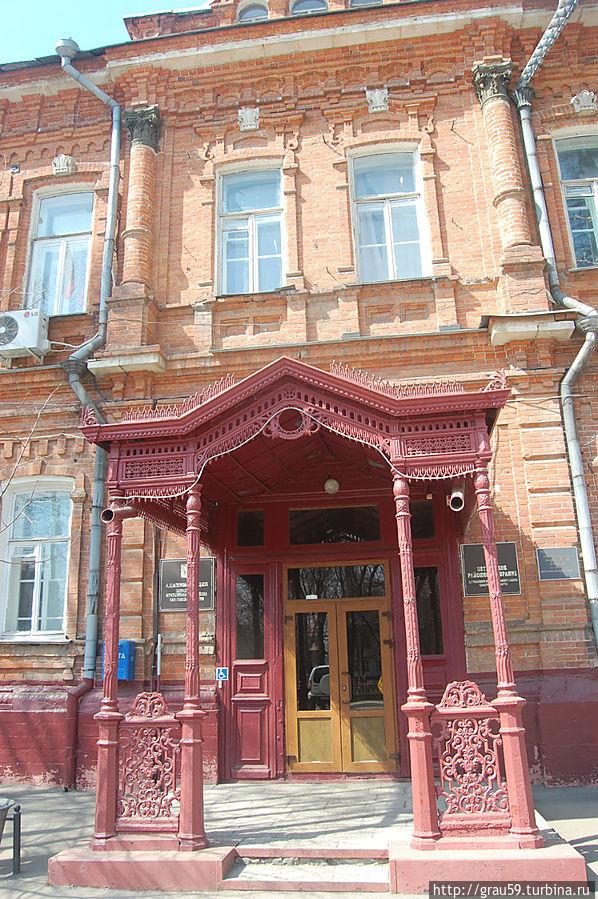 ул.Панфилова,55 .Здание администрации района