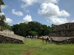 Поле индейцев майя для ритуальной игры в мяч, напоминающей одновременно футбол и баскетбол. Игроки должны были бить по мячу бёдрами, хотя в некоторых версиях также разрешалось использовать локти, ракетки, биты и камни. Мяч был сделан из цельного куска резины и весил 4 и более кг. Размер мяча сильно зависел от времени и версии игры.
