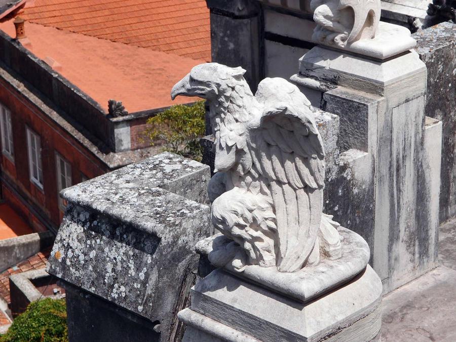 украшения на крыше дворца