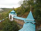 Знаменитая  Кирилло-Мефодиевская  лестница.  Вид со стороны Николавевской церкви и Андреевской часовни