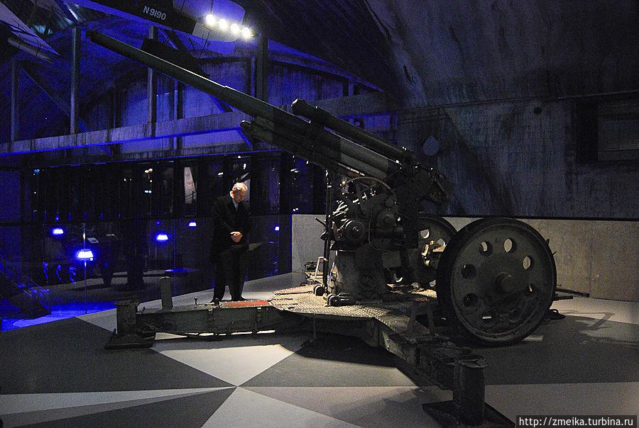 И другое оружие и боевые машины.