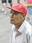 Среди огромного потока туристов, осаждающих ежегодно столицу государства, львиная доля приходится на китайцев из провинций. Они часто ходят большими толпами, громко разговаривают — это, видимо, национальная черта, и с любопытством рассматривают легендарные объекты Пекина, о которых они возможно уже слышали, но видят впервые. Например, — толпы стоят и с благоговением взирают на трибуны с портретом великого кормчего — Мао Дзедуна на площади Тянаньмэнь и на вход в Запретный город...  *