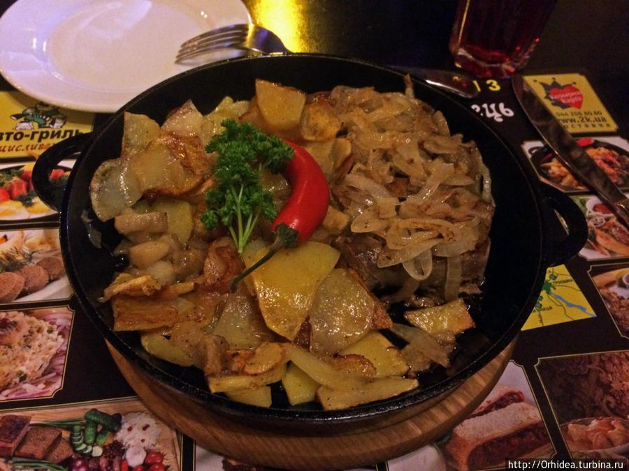 домашняя колбаса с жареной картошкой