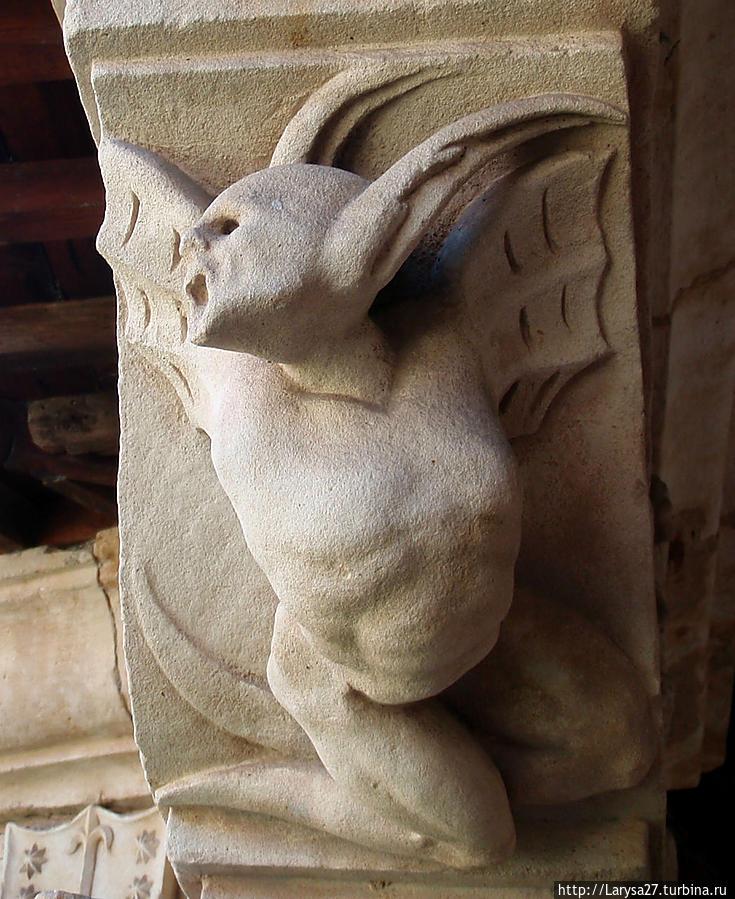 Загадки монастыря Дуэний  в Саламанке Саламанка, Испания