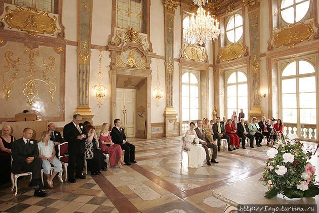 Мраморный зал в замке Мирабель
