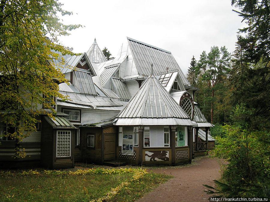 Сторона дома художника, обращенная к саду