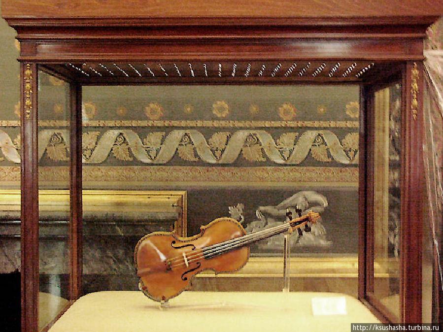 Одна из скрипок Страдивари в коллекции Дворца