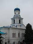 Покровская церковь, вид на южный фасад. Двухэтажное здание церкви выстроено в стиле украинского барокко XVIII века
