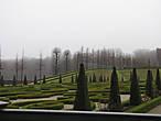 Замковый парк роскошен. Тут плавно переходят друг в друга  английский парк и парк во французском стиле... Парк и замок в стиле ренессанса получили название Северный Версаль.