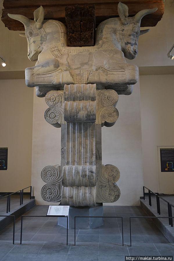 Капитель колонны из дворца в Сузах.
