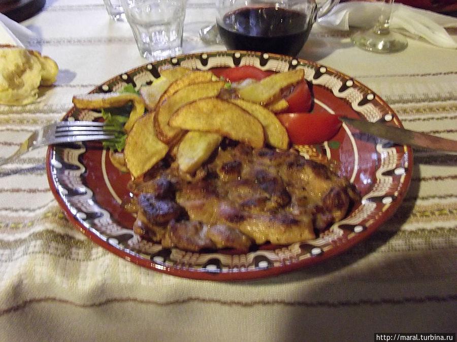 Куриное филе по-болгарски с жаренным картофелем и томатами