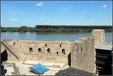Стена, к которой примыкал зал приемов, и остатки Донжона