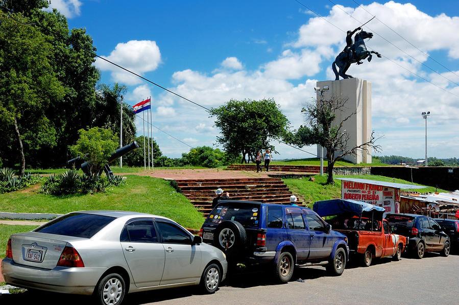 Памятник президенту Лопесу у Национального Конгресса