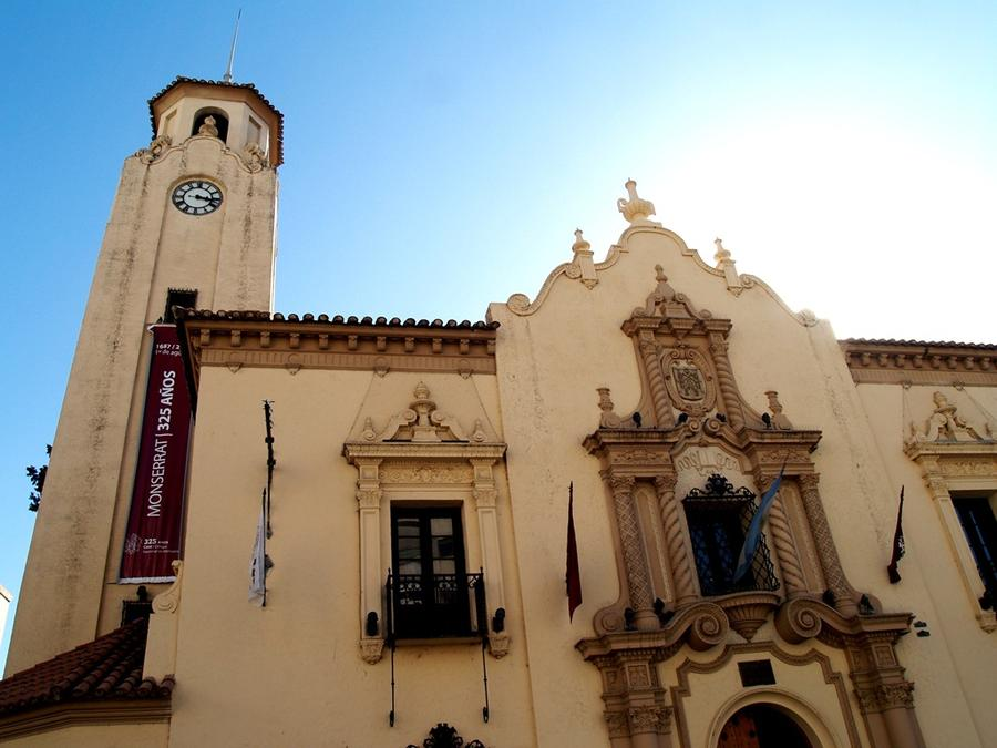 Colegio Nacional de Montserrat (угол улиц Obispo Trejo и Duarte Quirós) — колледж основан иезуитами в 1695-м году