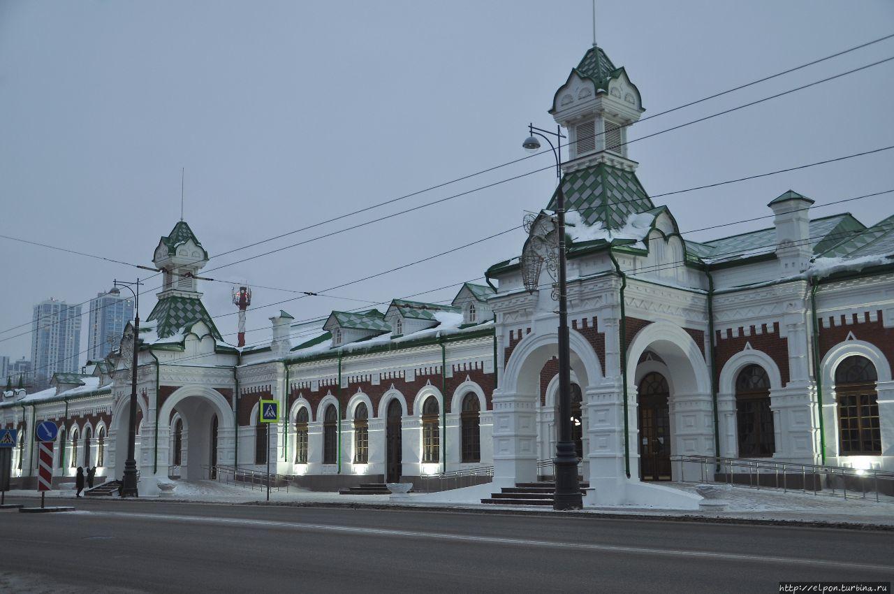 Историческое здание железнодорожного вокзала Перми после недавней реконструкции Пермский край, Россия