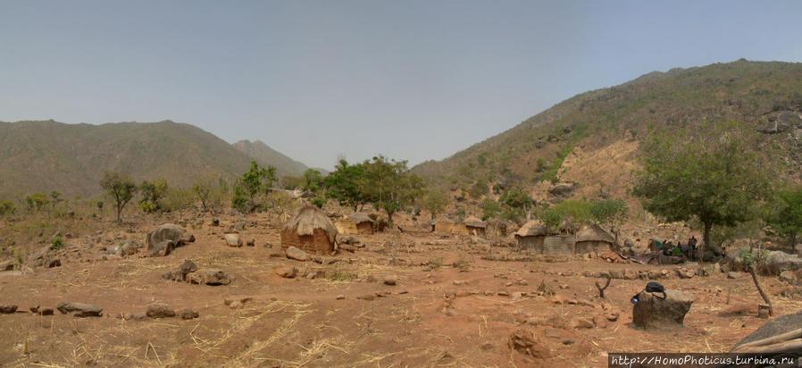 Селение кома в безбожных горах Тчамба, Камерун