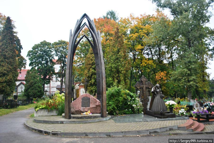 Мемориал в память трагедии на Немиге 30.05.1999г. 53 человека....В основном молодежь.