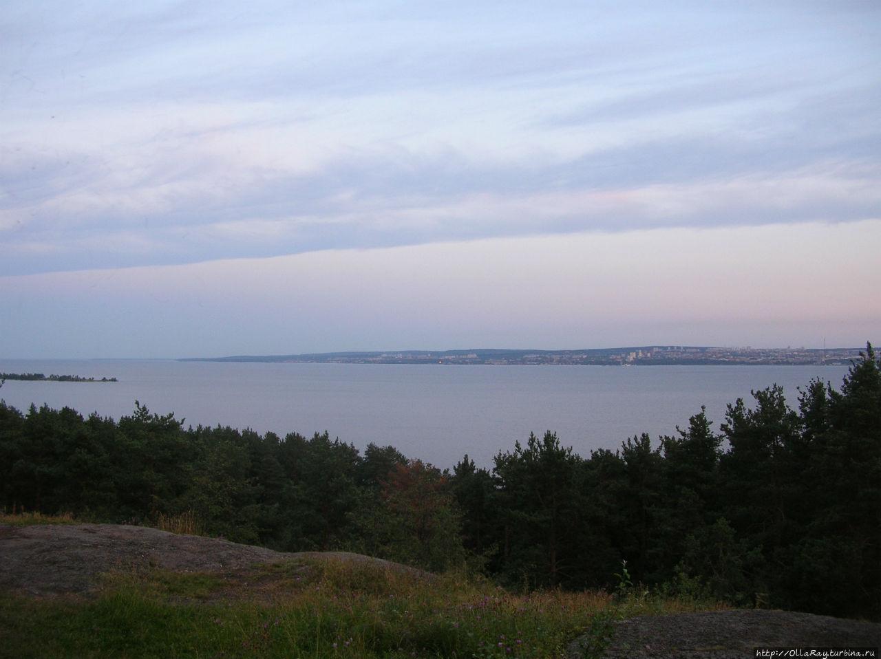 Вид на озеро и город с Чёртова стула