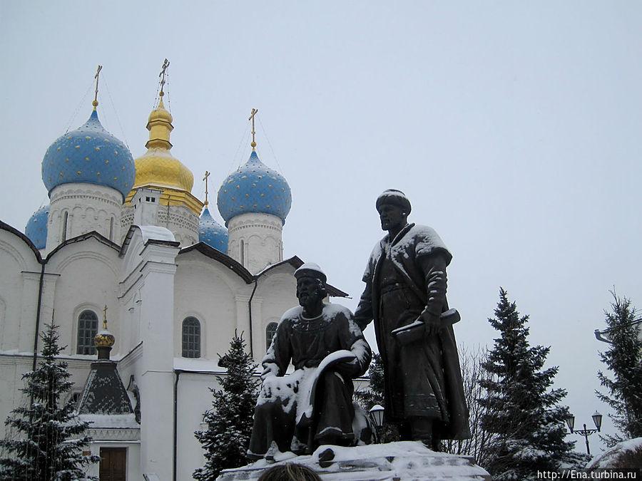 Благовещенский собор и памятник