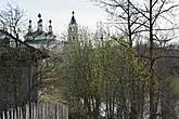 Вид на Рождественский собор с территории городища Усольская осада недалеко от моста