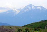 Зелёные долины пред снежными горами.