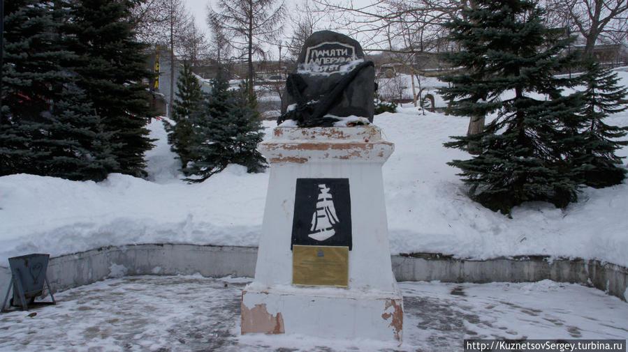 Памятник французскому мореплавателю Жан-Франсуа Лаперузу