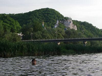 Фото моего последнего приезда в Святогорск в мае 2007 года. В воде мой младший сын Валентин, которого Вы можете постоянно встречать в моих материалах по самым экзотичным поездкам последних 5 лет.