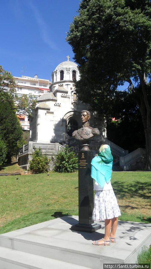 Памятник Великому Князю Николаю в парке Собора.