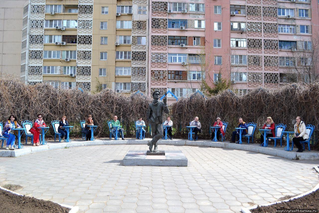 Памятник Остапу Бендеру Элиста, Россия