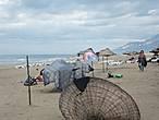 Пляж был абсолютно пустынным. Вода в море прозрачная, теплая, был небольшой накат, купались, пока не высохли вещи.