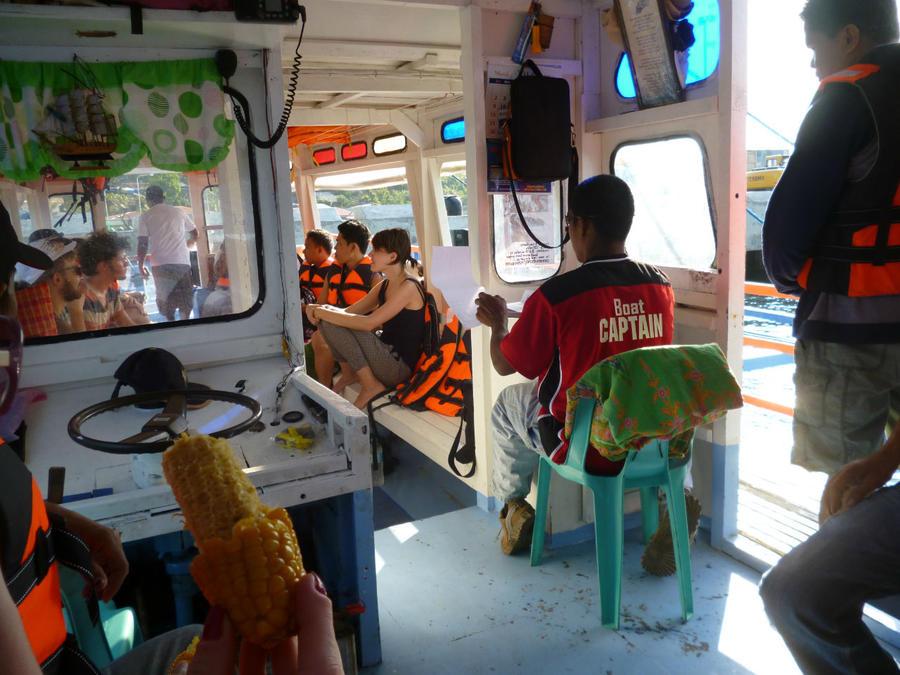 Край орущих петухов. На лодке из Бусуанги в Палаван Корон, остров Бусуанга, Филиппины