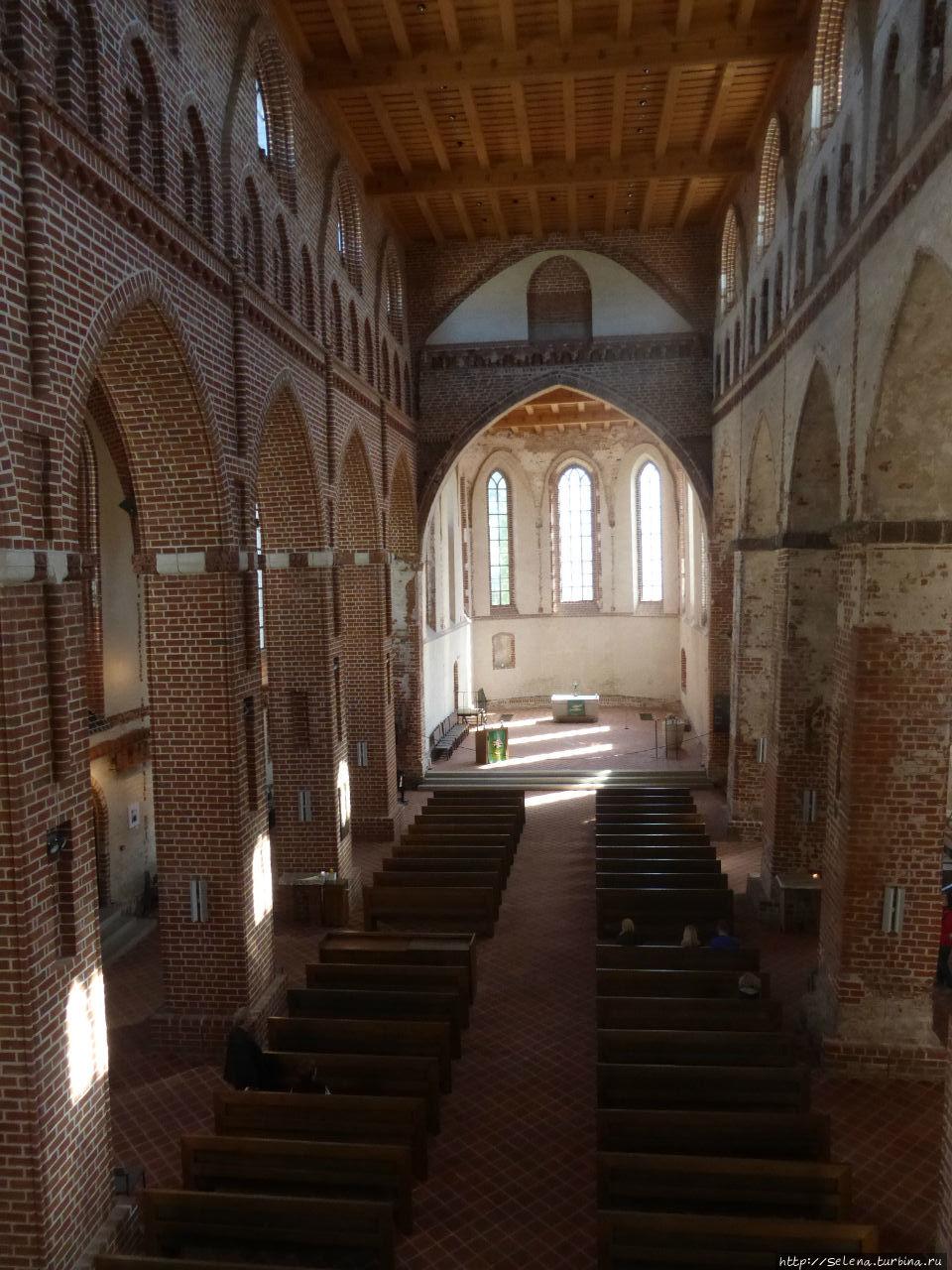 Внутренний интерьер Яановской церкви