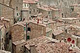 Далее было решено заехать на разведку в город, увидев на крыши спутниковые тарелки терракотового цвета, все впали в жаркие споры это им как-то законодательство запрещает портить виды или врожденное чувство стиля.