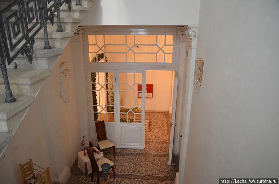 Лестница к главному входу