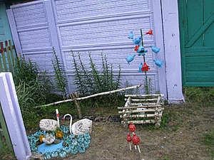 Местные жители, судя по этим фотографиям, очень творческие люди. Вот так они украшают свои дворики!