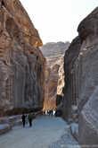 Высота каменных стен каньона достигает 60 метров.